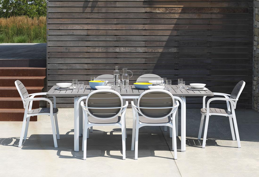 Nardi Sedie In Plastica.Arredare Il Giardino Con Nardi Insedia Sedie Tavoli E